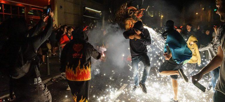 Correfoc – Der Straßenumzug der Feuer speienden Drachen