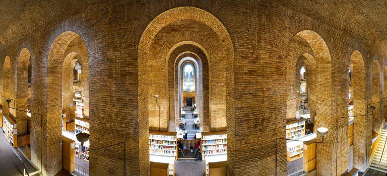 "Bibliothek der ""Universitat Pompeu Fabra"""